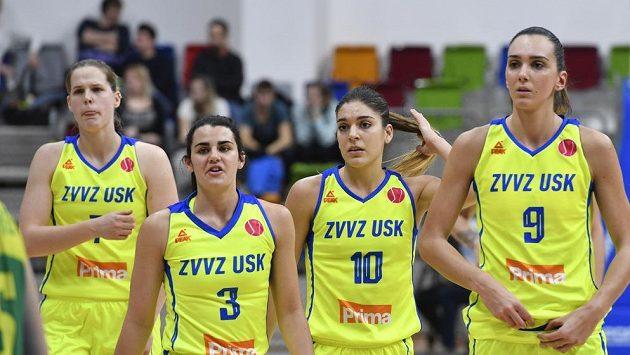 Hráčky ZVVZ USK Praha. Zleva Alena Hanušová, Leticia Romerová, Marta Xargayová a Marija Režanová.