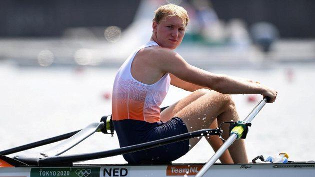 Skifař Finn Florijn z Nizozemska před rozjížďkou. Po ní už odstoupil kvůli nákaze.
