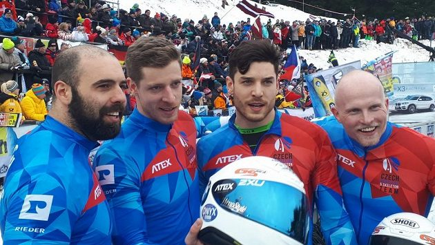 Posádka českého čtyřbobu (zleva Dominik Suchý, Dominik Dvořák, Jakub Nosek a Jan Šindelář) měla na MS v německém Altebergu důvod k úsměvu. Šestým místem vybojovala nejlepší české umístění v historii světových šampionátů.