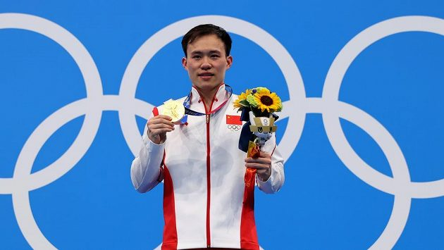 Číňan Sie S'-i ovládl skoky do vody z třímetrového prkna.