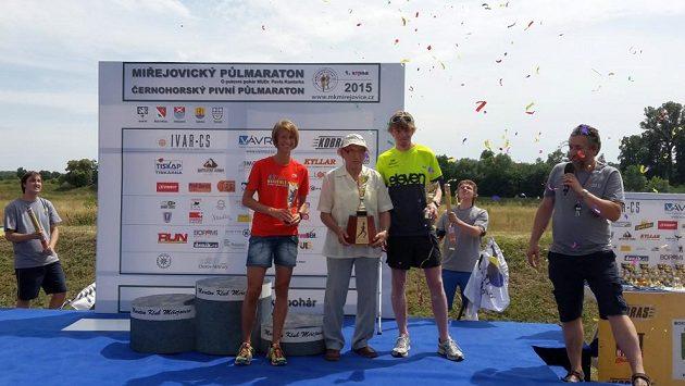 Pavel Kantorek společně s absolutními vítězi - Radkou Churaňovou a Jiřím Čivrným.