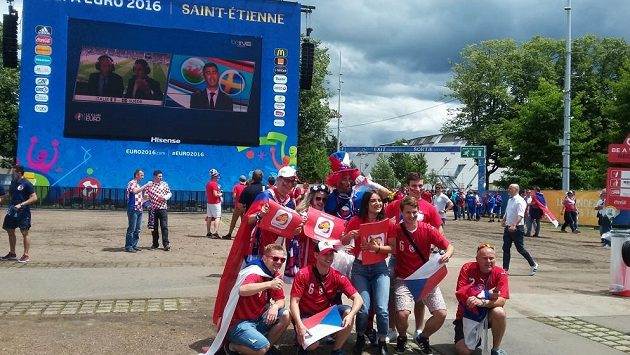 Čeští příznivci v Saint-Étienne před zápasem ME proti Chorvatsku.