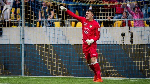 Fotbalový brankář Martin Jedlička v akci.