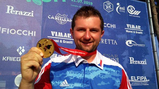 Tomáš Nýdrle se zlatou medailí z MS v Lonatu.
