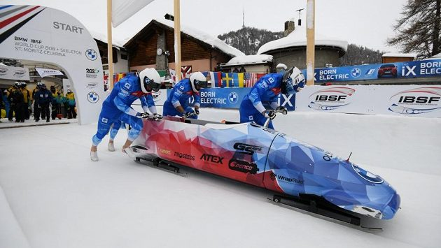 Čtyřbob v sestavě Dominik Dvořák, Dominik Suchý, Jan Šindelář, Jakub Nosek v akci během Světového poháru.