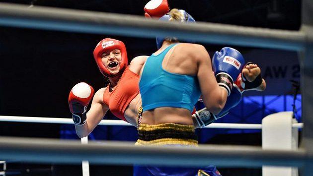 Kickboxerka Sandra Mašková (vlevo) ve finále kategorie do 56 kilogramů porazila Sedu Duygu Aygunovou z Turecka 3:0 na body a získala zlatou medaili.