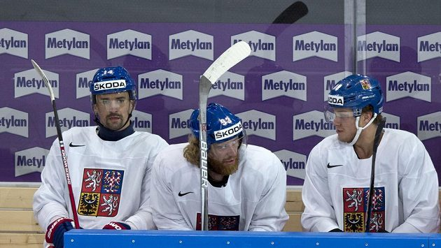 Tomáš Plekanec, Jakub Voráček a David Pastrňák na dopoledním rozbruslení před utkáním proti Finsku.