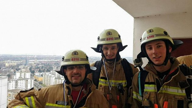 Na hasiče čeká velká dřina, než si mohou vychutnávat panoramata.