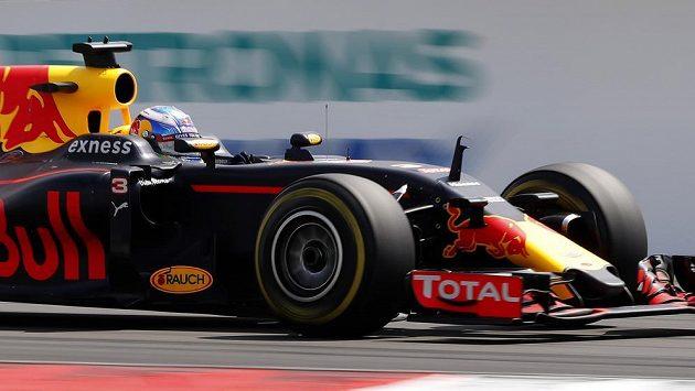 Jezdec Red Bullu Australan Daniel Ricciardo.