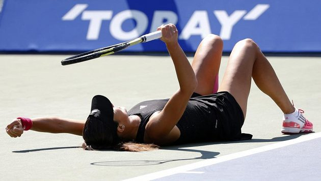 Ana Ivanovičová se raduje z vítězství ve finále turnaje v Tokiu.