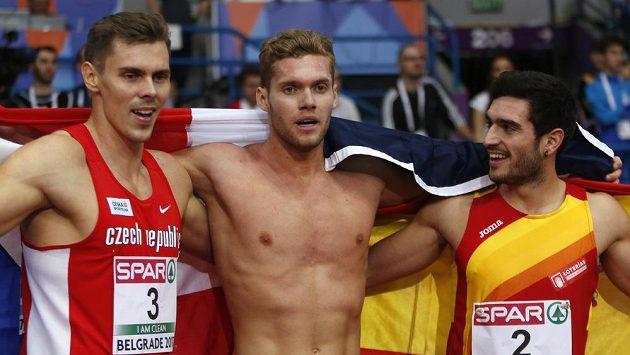 Adam Sebastian Helcelet (vlevo) vybojoval na halovém mistrovství Evropy bronzovou medaili v sedmiboji. Z vítězství se těšil Francouz Kevin Mayer (uprostřed), druhý byl Španěl Jorge Ureňa.