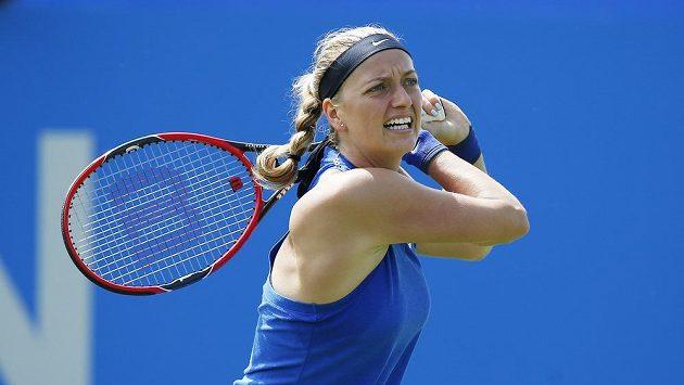 Česká tenistka Petra Kvitová v zápase druhého kola turnaje v Eastbourne s Maďarkou Timeou Babosovou.
