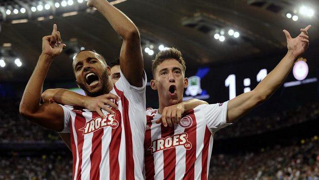 Youssef El Arábí (vlevo) z Olympiakosu se raduje z jednoho ze dvou gólů, které dal prozi Krasnodaru.