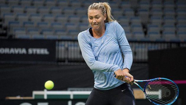 Ruská tenistka Maria Šarapovová během tréninku před finále Fed Cupu v Praze.