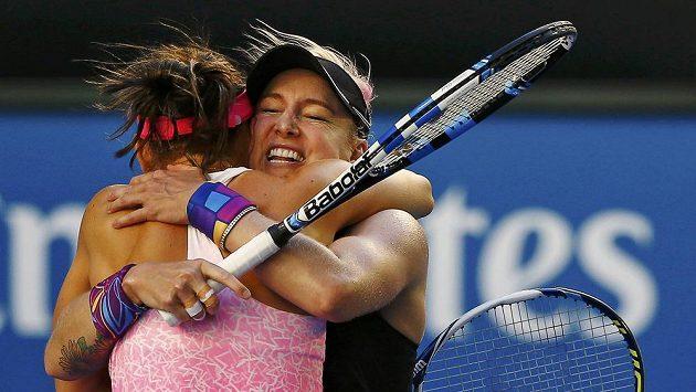 Bravo! Šafářová slaví na Australian Open první grandslamový titul. Čtyřhru ovládly i české juniorky