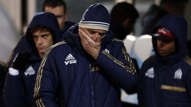 Smutný trenér fotbalového klubu Olympique Marseille Élie Baup po porážce s Nantes.