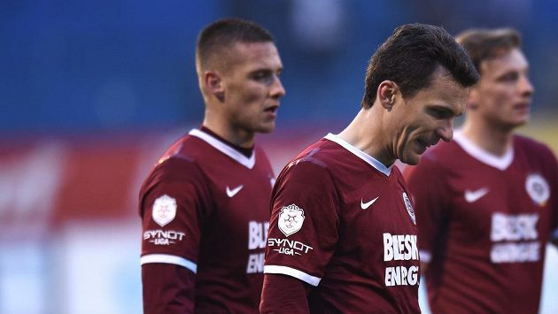 Zklamaný útočník Sparty David Lafata po konci zápasu s Baníkem Ostrava.