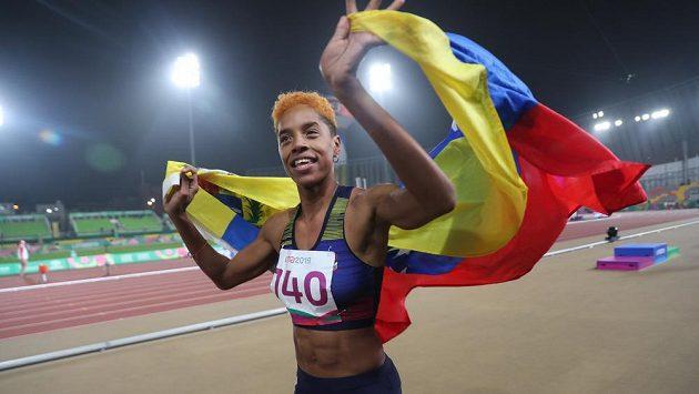 Yulimar Rojasová se na ilustračním snímku raduje z vítězství na Panamerických hrách.