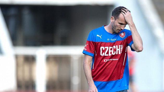 Tomáš Sivok už je šestým hráčem, ktetý vypadl z nominace české fotbalové reprezentace před dalším dílem kvalifikace o EURO.
