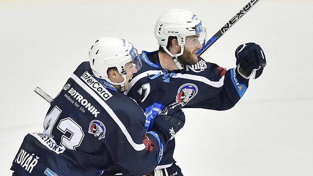 Plzeňští hokejisté Jan Kovář a Jan Eberle se radují z gólu - ilustrační foto.