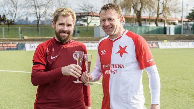 Tomáš Hübschman (vlevo) a Stanislav Vlček během Silvestrovského derby internacionálů.