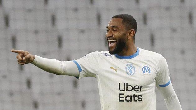 Jordan Amavi z Marseille slaví gól poté, co si fotballista Bordeaux Pablo dal vlastní gól.