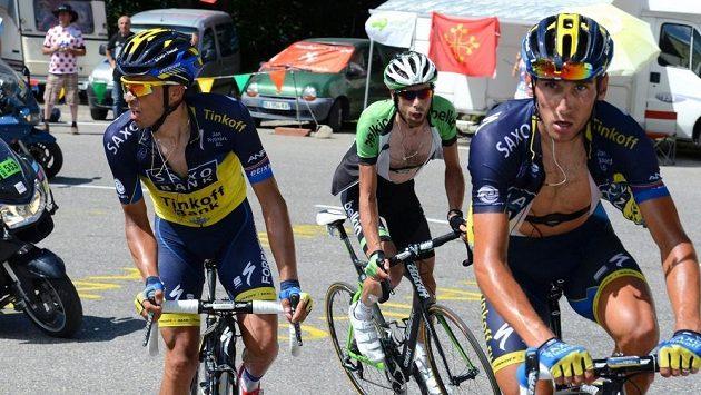 Cyklisté týmu Saxo-Tinkoff Roman Kreuziger (vpravo) a Alberto Contador na Tour de France