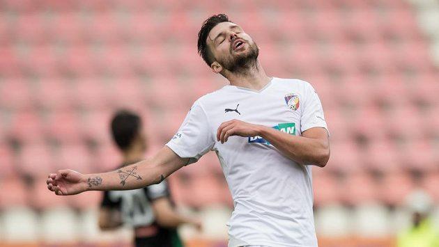 Bože, čeho jsem se dočkal... Útočník Michal Ďuriš zažil škaredý závěr sezóny.