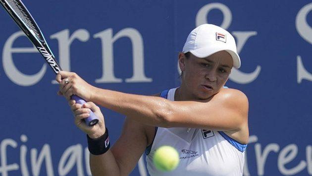 Světová jednička, australská tenistka Ashleigh Bartyová returnuje v utkání s Barborou Krejčíkovou na US Open.