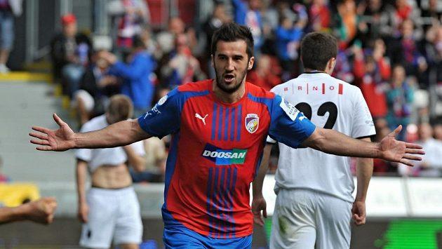 Plzeňský útočník Aidin Mahmutović se raduje z gólu proti Brnu.