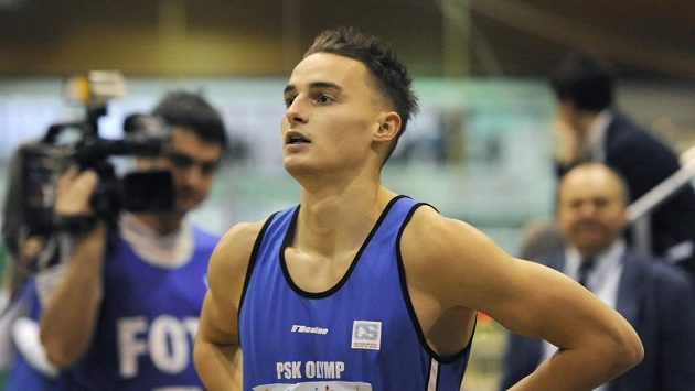 Překážkář Martin Mazáč při halovém mistrovství republiky ve Stromovce.