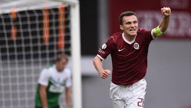 Útočník Sparty Praha David Lafata oslavuje gól proti Jablonci.