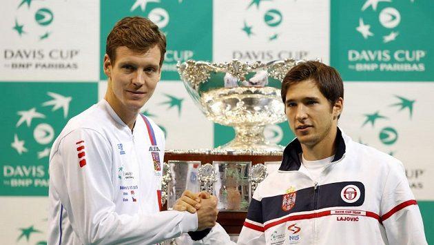 Tomáš Berdych a Dušan Lajovič po čtvrtečním losu Davis Cupu v Bělehradě.