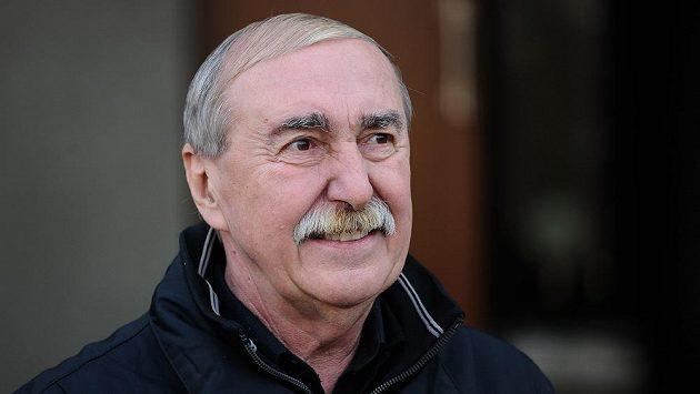 Bývalý vynikající brankář Jiří Holeček.