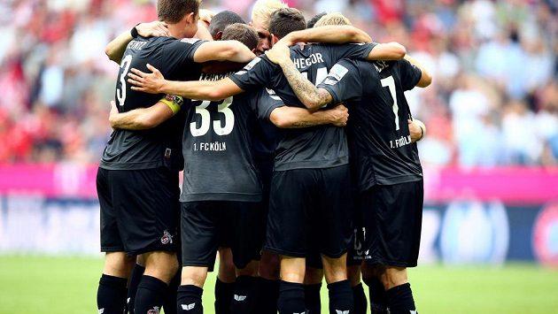 Fotbalisté Kolína nad Rýnem se radují ze zisku bodu proti favorizovanému Bayernu Mnichov.