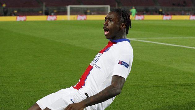 Třetí gól PSG proti Barceloně přidal Moise Kean.