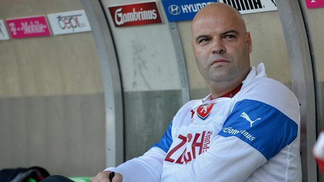 Trenér fotbalistů do 21 let Jakub Dovalil.