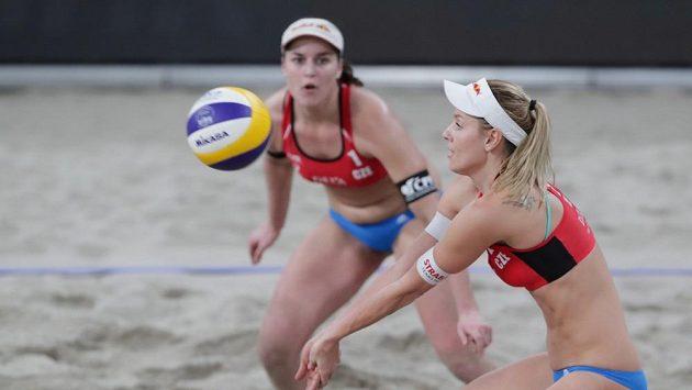 Markéta Nausch Sluková (vpravo) a Barbora Hermannová na archivním snímku při turnaji v Haagu.