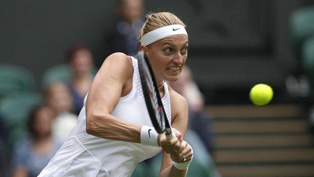 Petra Kvitová ve Wimbledonu proti Sloane Stephensové.