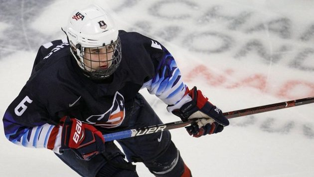 Sedmnáctiletý mladík v dresu USA Jack Hughes podruhé ovládl kanadské bodování MS do 18 let.