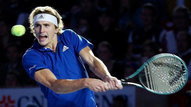 Německý tenista Alexander Zverev během exhibičního zápasu s Rogerem Federerem v Mexiku.