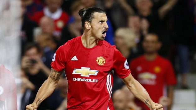 Útočník Manchesteru United Zlatan Ibrahimovic se raduje z gólu proti Southamptonu.