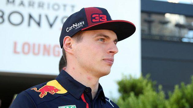 Jezdec formule 1 Max Verstappen si zazvádil alespoň v počítačové hře.