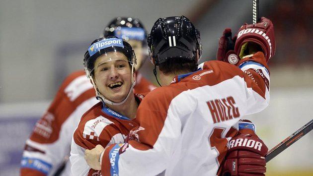 Zleva Aleš Jergl a Miroslav Holec z Olomouce se radují z gólu.