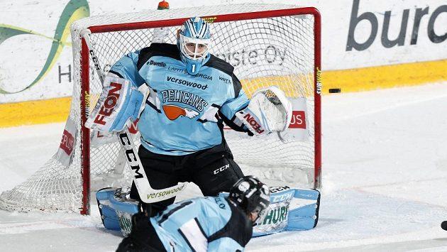 Brankář Jakub Škarek v dresu Pelicans Lahti.