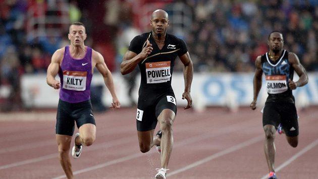 Sprinter Asafa Powell (uprostřed) na atletickém mítinku Zlatá tretra 2015.