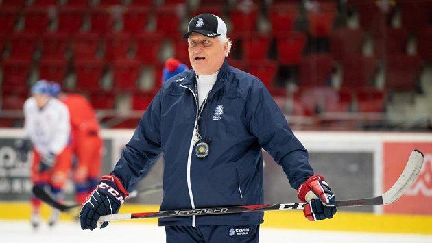 Trenér Miloš Říha během tréninku hokejové reprezentace.
