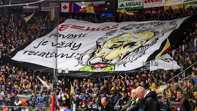 Fanoušci Hradce Králové a jejich choreo během čtvrtfinále play off hokejové extraligy s HC Verva Litvínov - Ilustrační foto.