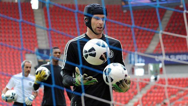 Brankář Chelsea Petr Čech si vysloužil v Anglii chválu.