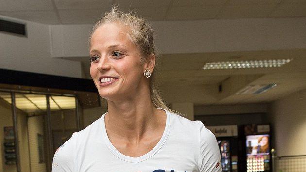 Plavkyně Simona Baumrtová během odletu první části olympijské výpravy na LOH do Ria.